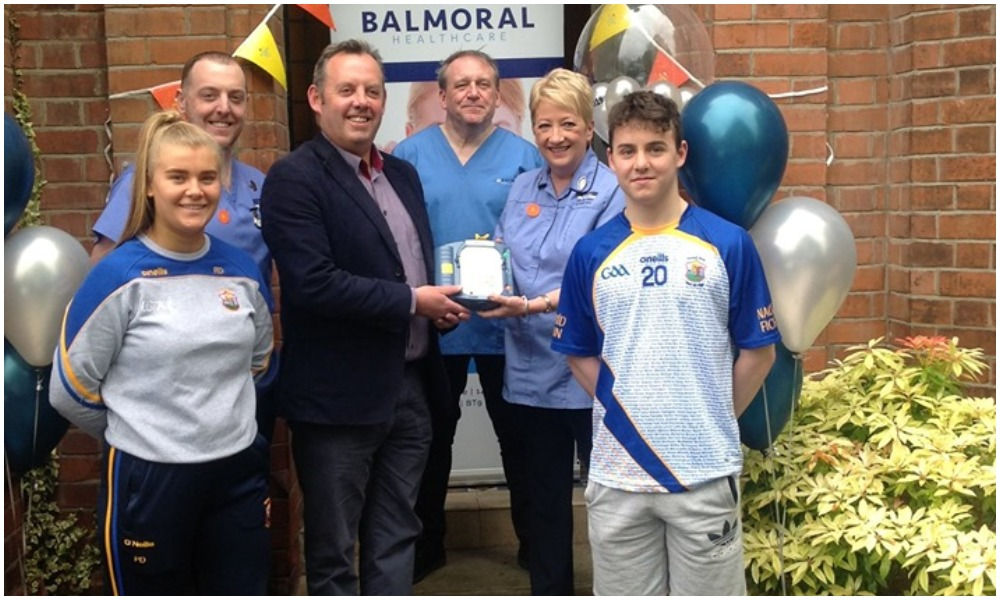 Club Presented With New Defibrillator